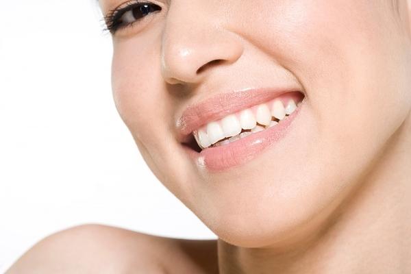 Đánh răng bằng baking soda liên tục 3 ngày, bạn sẽ nhận thấy sự thay đổi rõ rệt của màu răng.
