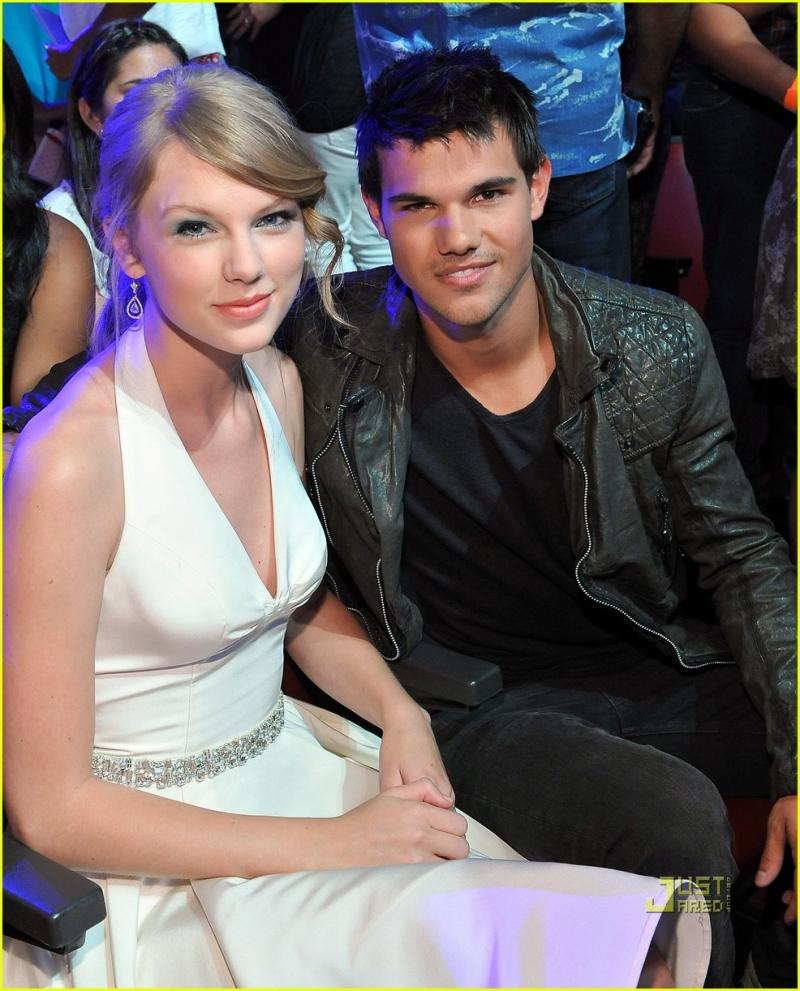 Ánh mắt hạnh phúc của Taylor Swift bên Taylor Lautner