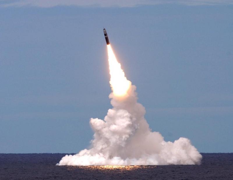 Tên lửa đạn đạo hạt nhân dưới nước JL-2.