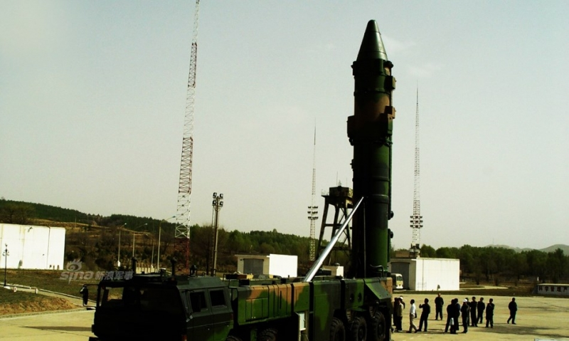 Tên lửa đạn đạo tầm trung DF-21D của Trung Quốc.