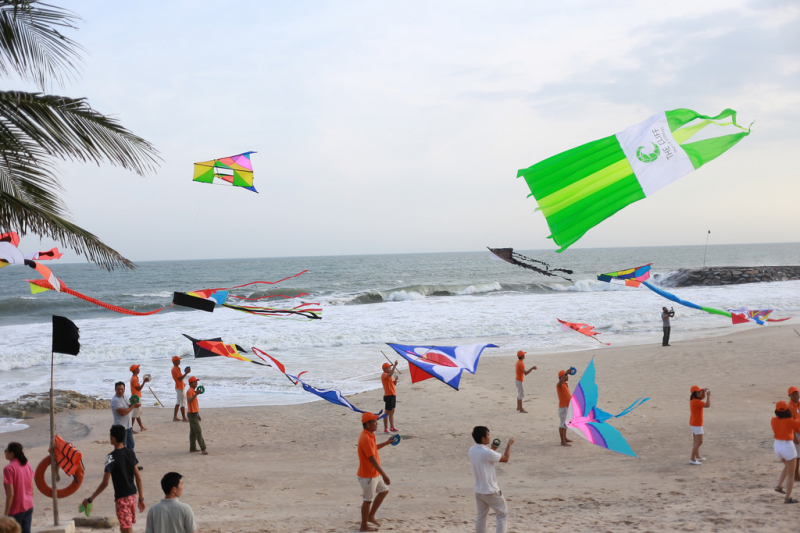 The kites flutter in the wind