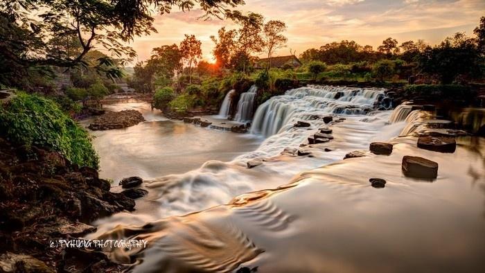 Thác Đá Hàn sở hữu vẻ thanh bình của làng quê và nét hiền hòa của thiên nhiên miền nhiệt đới.
