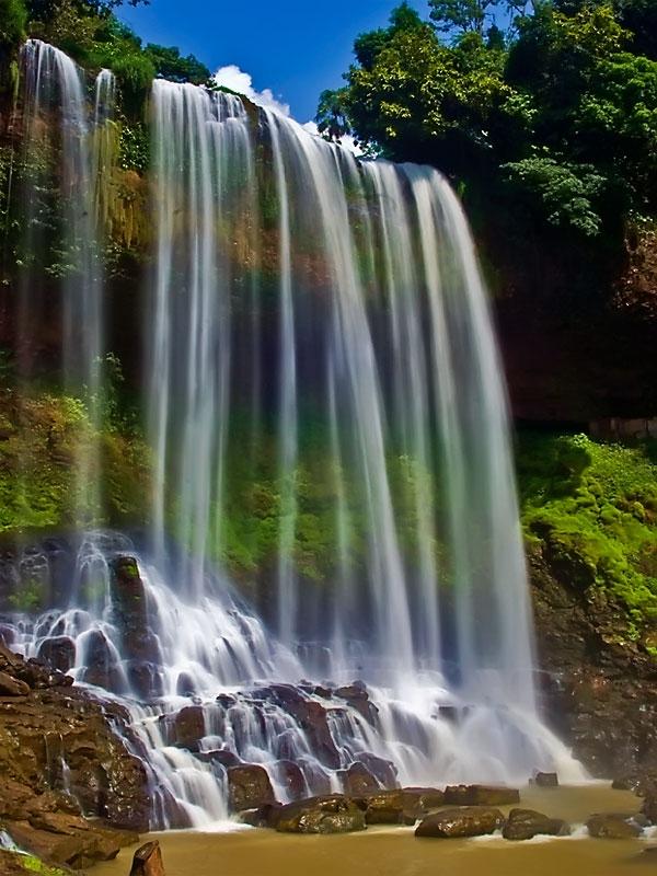 Thác Đambri là một thác nước đẹp được nhiều khách du lịch tới thăm