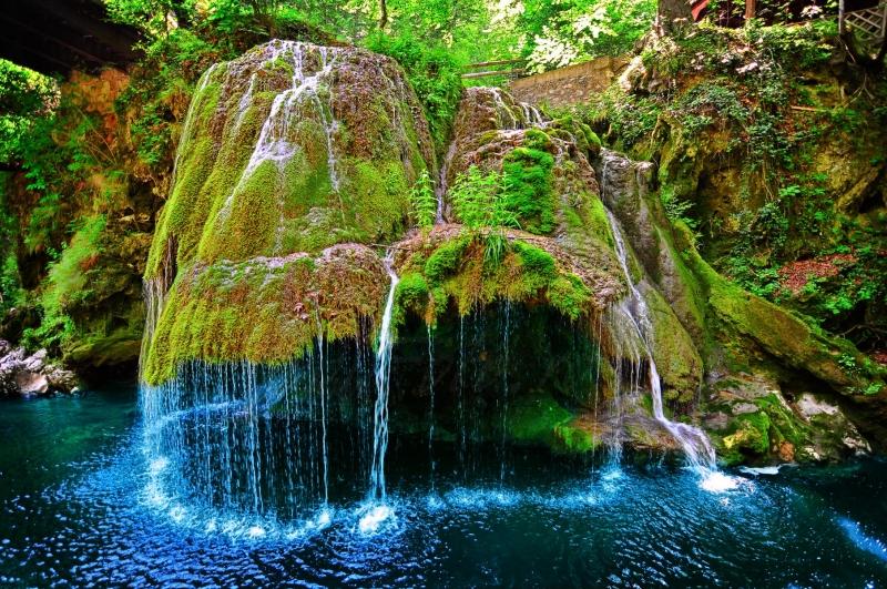 Thác nước đẹp như trong truyện cổ tích Bigar