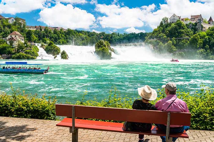 Thác nước sông Rhine là quà tặng kỳ diệu của thiên nhiên dành cho đất nước Thụy Sĩ.