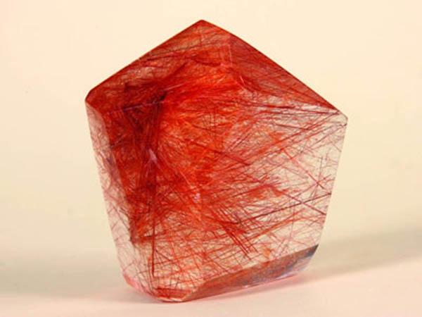 thạch anh tóc đỏ,Nguồn năng lượng tốt cực mạnh trong những viên đá thạch anh mang lại cho người mệnh Thổ rất nhiều điều may mắn, thuận lợi cũng như là giúp tăng cường sức khỏe.