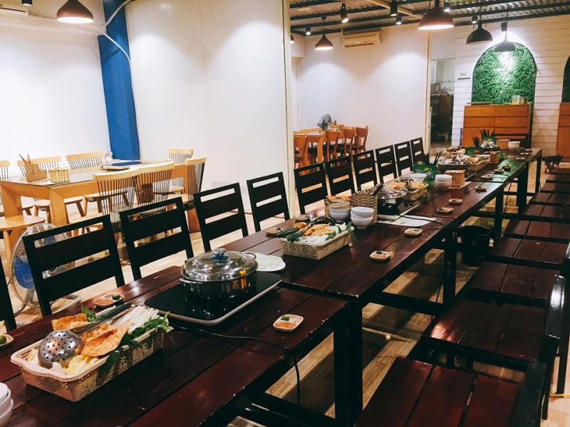 Không gian đẹp, sang trọng, có bàn riêng và có bàn tổ chức sự kiện