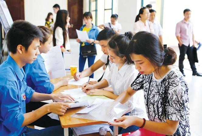 Thí sinh tham dự ngày hội tư vấn tuyển sinh ( nguồn internet)