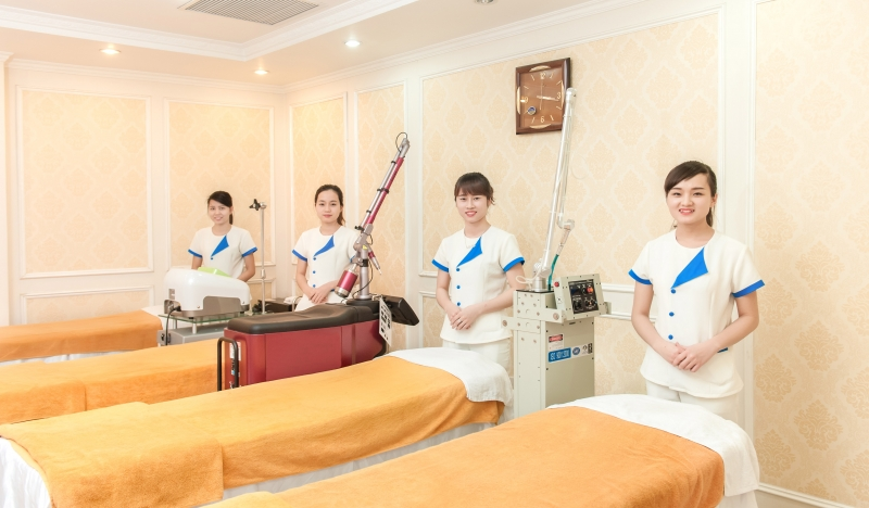 Đội ngũ nhân viên chuyên nghiệp, tận tình tại TMV Đông Á