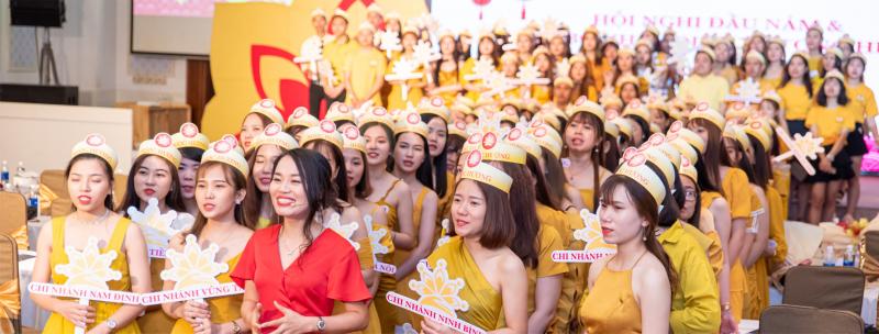19 chi nhánh, 17 năm phát triển với gần 500 bác sĩ, nhân viên, kỹ thuật viên có thể nói Ngọc Hường là 1 trong những đơn vị thẩm mỹ lớn và uy tín nhất Việt Nam.