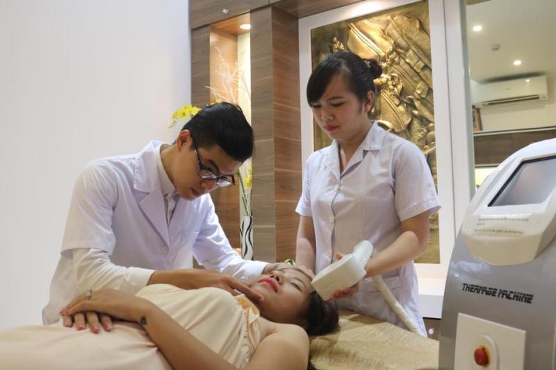 Đội ngũ chăm sóc khách hàng của thẩm mỹ viện Thanh Quỳnh