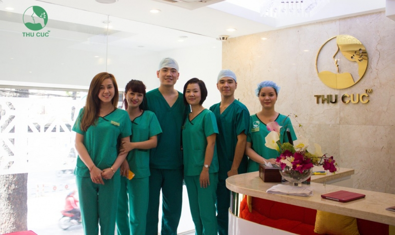 Đội ngũ y bác sĩ của thẩm mỹ viện Thu Cúc.