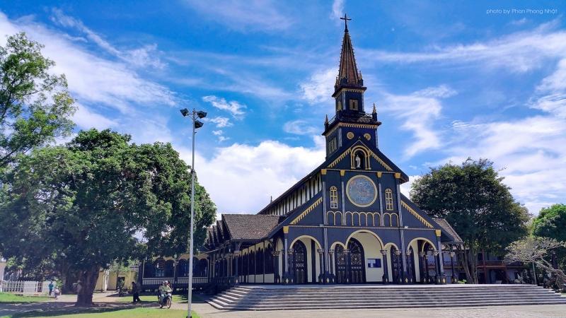 Thăm nhà thờ gỗ