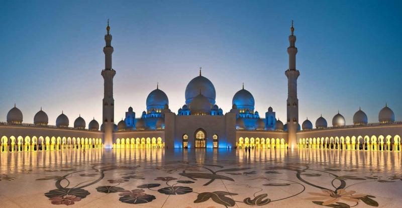 Không nên đi lướt qua các tín đồ khi họ đang tiến hành nghi thức Hồi Giáo