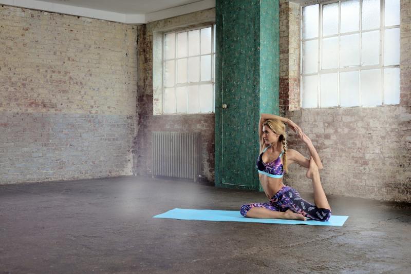 Thảm Yoga 2 mặt Reebok RAYG-11030CB  với kết cấu bề mặt chắc chắn, thoải mái và mềm mại…lý tưởng cho những bài tập Yoga từ cơ bản đến nâng cao.