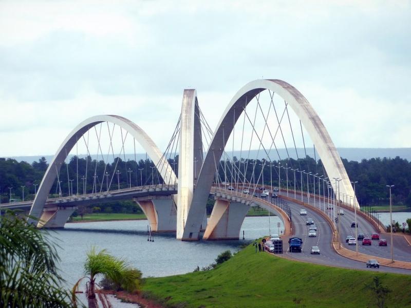 Anh muốn cây cầu có hai hay bốn làn xe