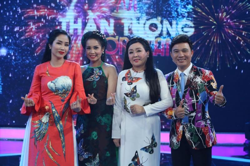 MC Thanh Vân cùng 3 giám khảo