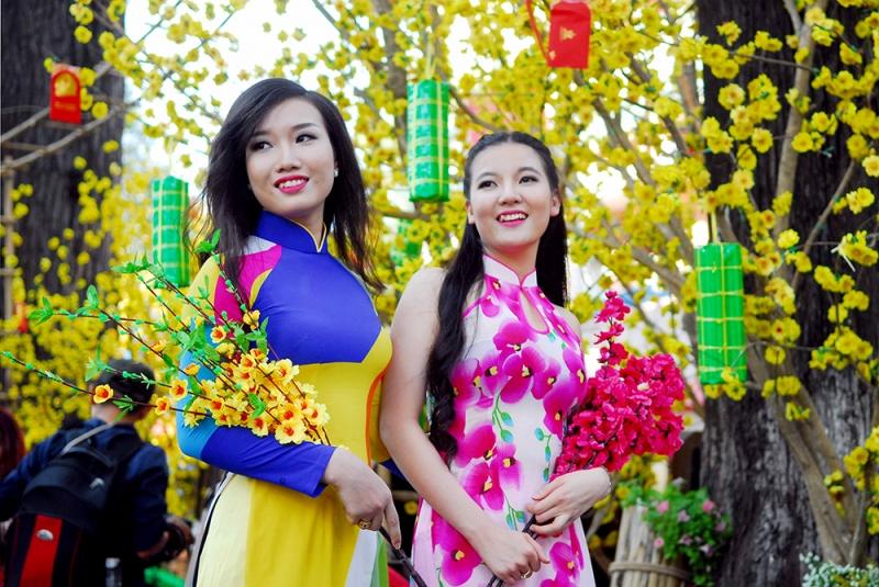 Tháng 1: Hoa Đào - Hoa Mai