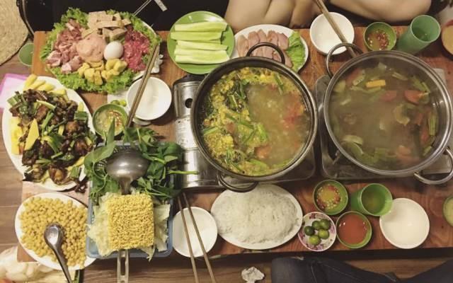 Lẩu cùng các món ăn dân tộc của quán