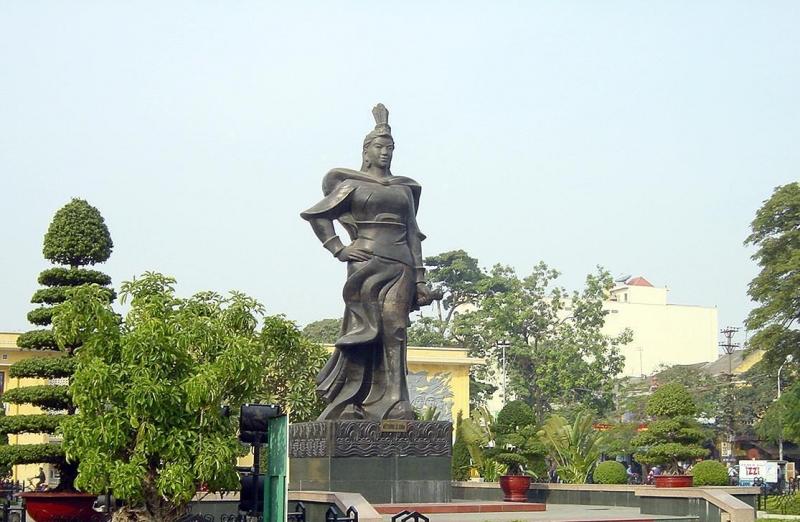 Tượng đài nữ tướng Lê Chân - Hải Phòng