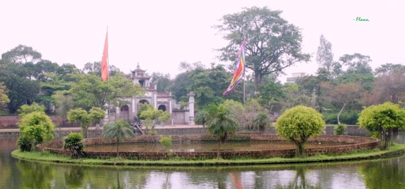 Toàn cảnh Giếng Ngọc trước đền thờ An Dương Vương, nơi Trọng Thủy gieo mình tự vẫn.