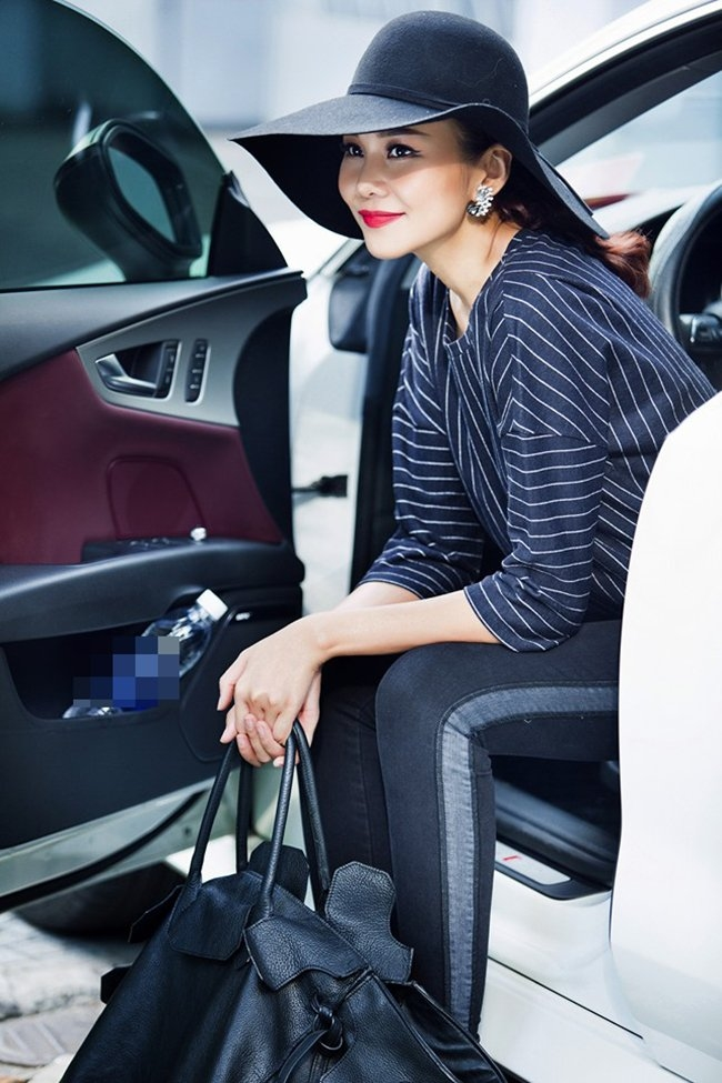 Được xem như là bà hoàng quảng cáo trong giới showbiz Việt, khi liên tục làm người mẫu đại diện cho rất nhiều các nhãn hàng thời trang lớn.