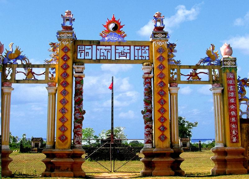 Cổng Thành Hoàng Đế.