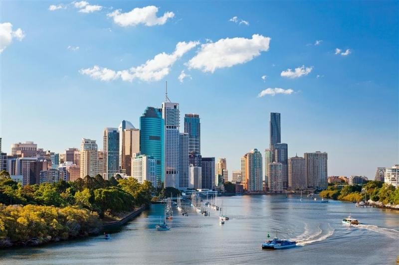 Dân số tại thành phố Brisbane chiếm khoảng 9.71% tỷ lệ dân số toàn quốc gia