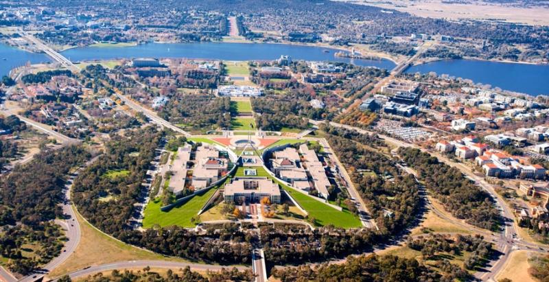 Thành phố Canberra có dân số 424.666 người trên một diện tích rộng 814,2 km2