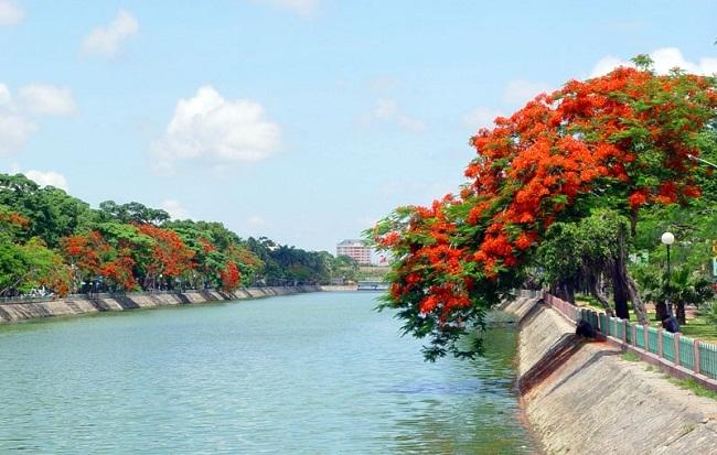 Thành phố Hoa Phượng Đỏ nên thơ