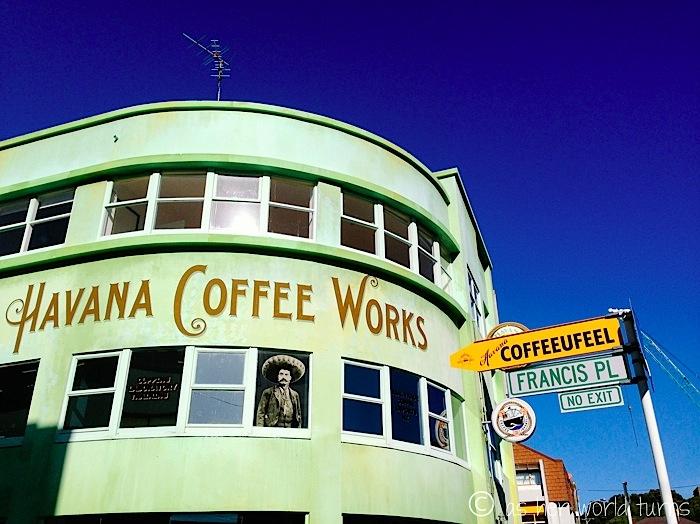 Người dân Cuba thích thưởng thức những ly cà phê đậm đặc với vị ngọt nồng hòa quyện