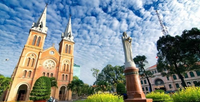 Nhà thờ Đức Bà điểm đến nổi tiếng của thành phố sầm uất nhất Việt Nam