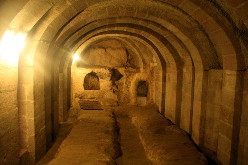 Thành phố ngầm Derinkuyu là một thành phố cổ được xây dựng bên dưới lòng đất tại tỉnh Nevsehir của Thổ Nhĩ Kỳ