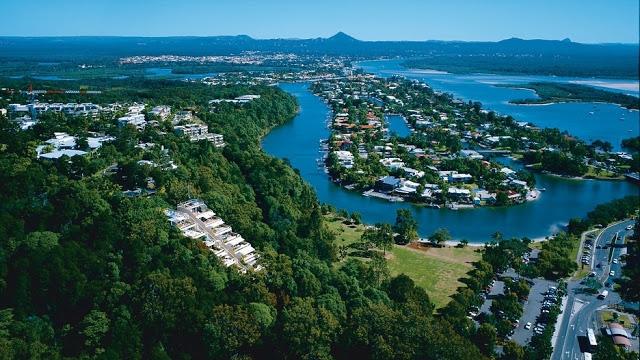 Dân số tại thành phố Sunshine Coast khoảng 302.122 người, thấp hơn nhiều thành phố khác trong danh sách