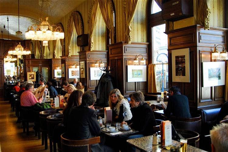 Các cửa hàng cà phê ở Vienna rất chăm chút đầu tư cho không gian