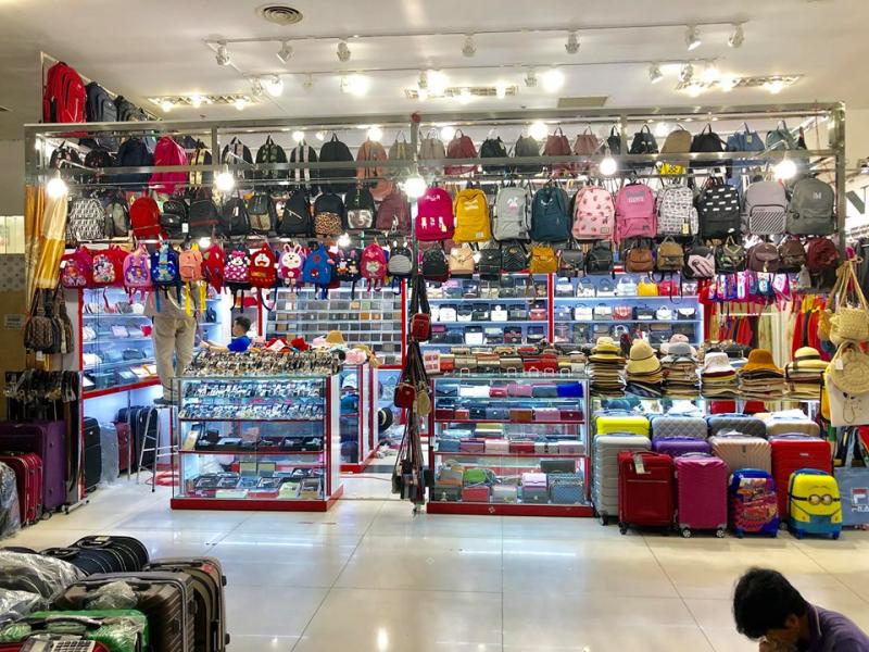 Của hàng của Thanh Phương Shop rất rộng rãi