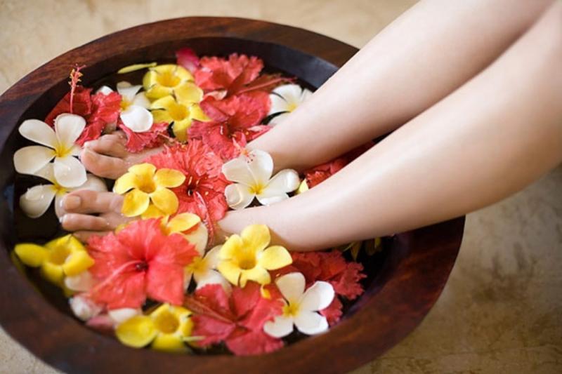 Top 8 thảo dược ngâm chân cho thai phụ giảm phù nề, lưu thông khí huyết tốt nhất hiện nay