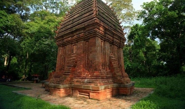 Tháp Chàm Yang Prong