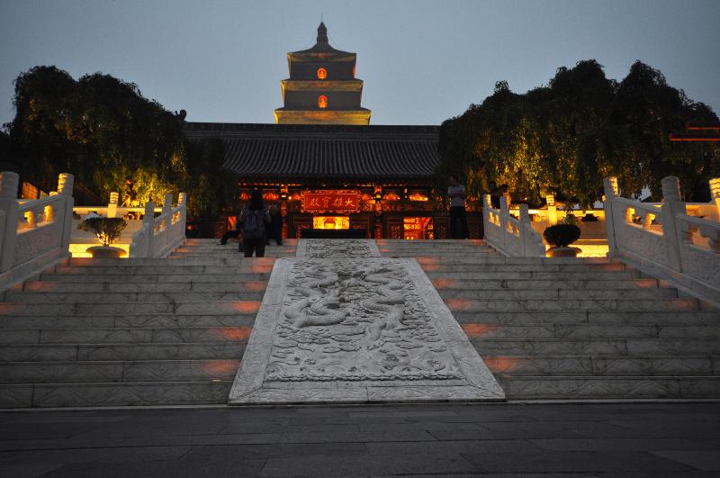 Lối vào chùa Đại Nhạn