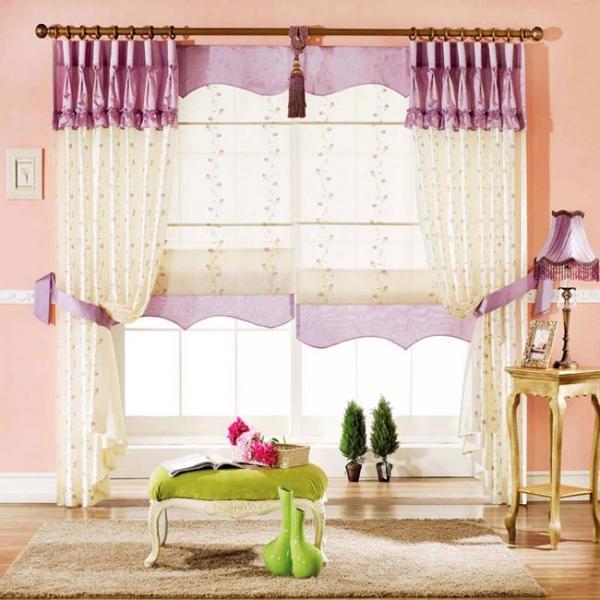 Vào mùa xuân tiết trời mát mẻ nên chọn màu rèm cửa tươi sáng, sặc sỡ.