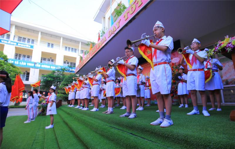 Phong trào văn nghệ, thể dục thể thao đạt nhiều thành tích cao, số học sinh giỏi cấp Huyện và thành phố luôn là một trong những trường dẫn đầu của Huyện Thanh Trì