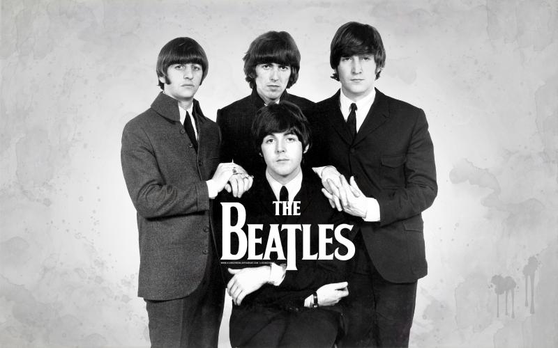 The Beatles được thành lập vào năm 1960 với thành viên là bốn chàng trai trẻ trong độ tuổi từ 17 - 19