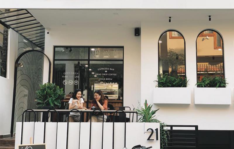 Chọn phong cách tối giản nhưng quán cà phê này không hề đơn điệu
