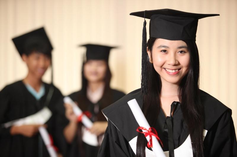 Mỗi học sinh sinh viên sẽ được cấp một thẻ cư trú.