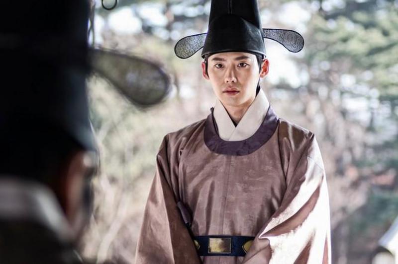 Tạo hình cổ trang của Lee Jong Suk trong phim