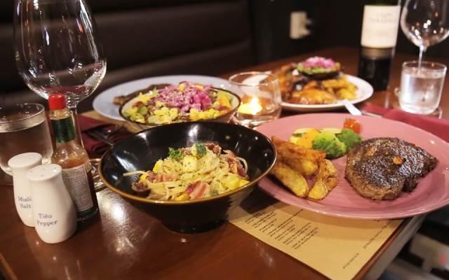 Những món ăn mang phong cách Âu Mỹ đang trang trí bắt mắt ở nhà hàng