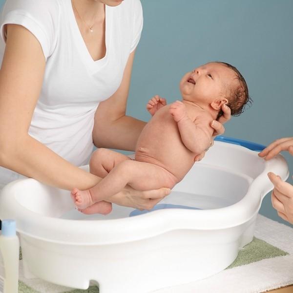Bé yêu được tắm rửa vệ sinh một cách chuyên nghiệp