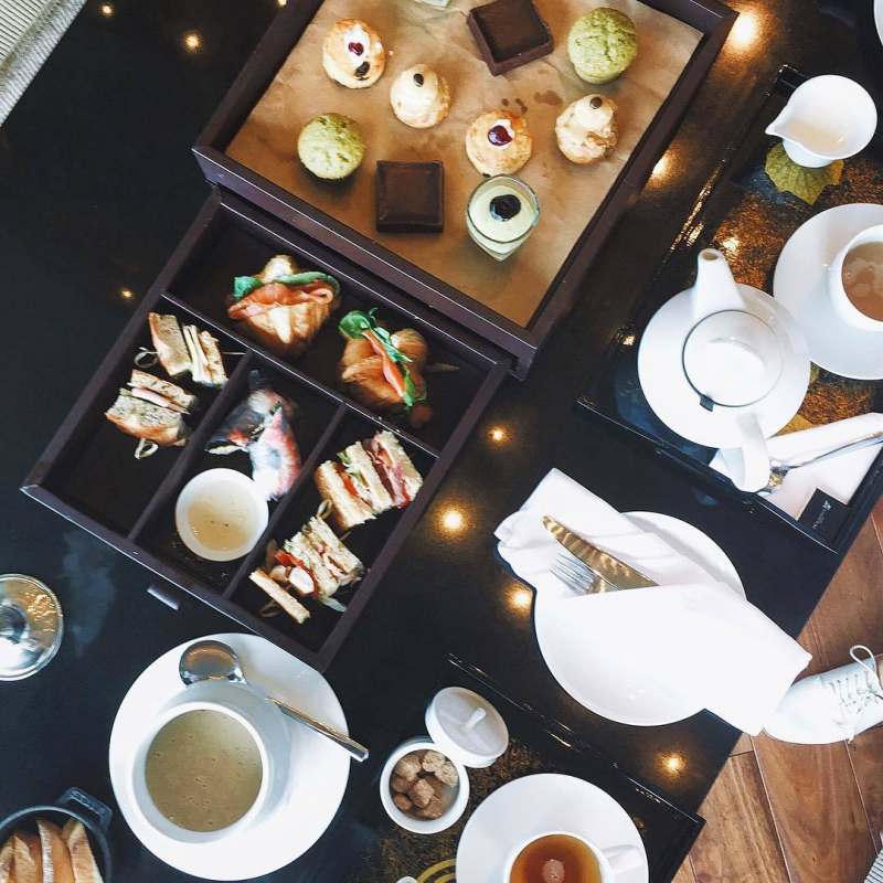 Một set trà chiều ở Marriott