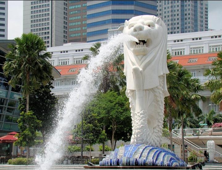 Tượng Merlion có chiều cao 8,6 mét và trọng lượng 70 tấn