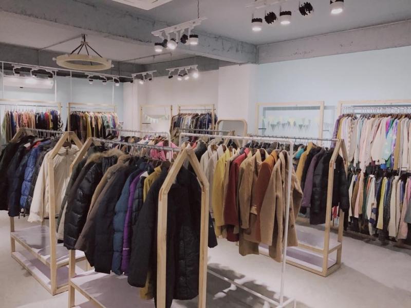 Không gian rộng rãi, trang trí hiện đại, quần áo đẹp và chất lượng là những gì The Mint sẽ đem lại cho khách hàng
